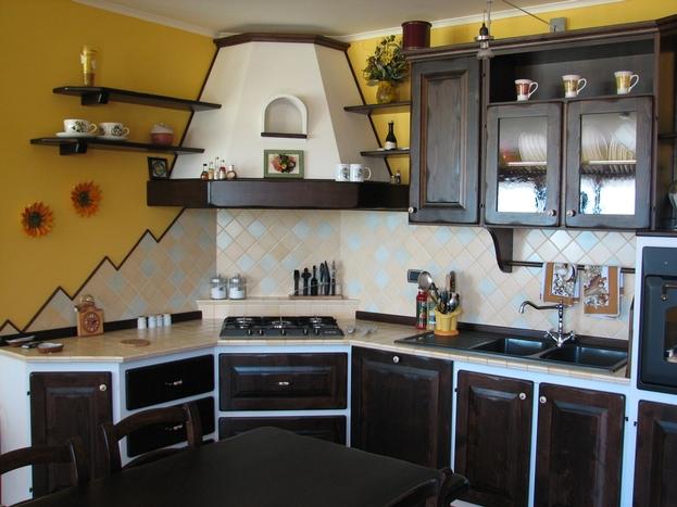 come arredare la cucina in arte povera : La credenza in arte povera in soggiorno