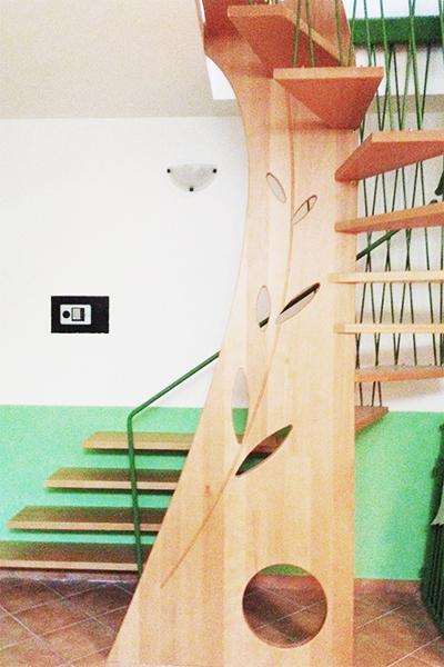 Scala in legno e ferro verniciato