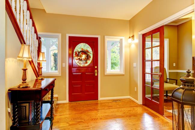 Abbinare le porte al parquet rosso