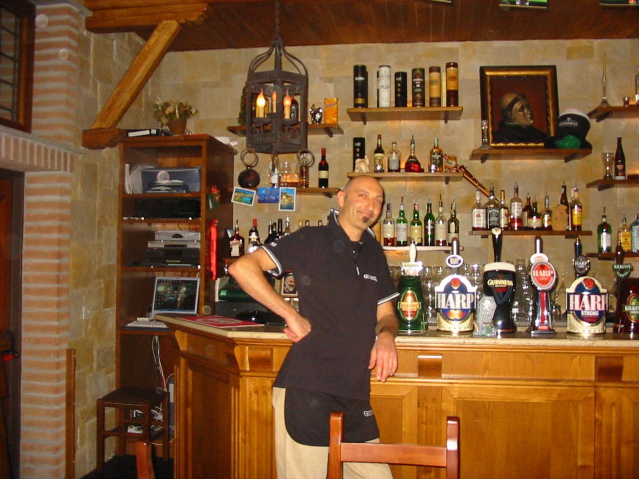 Arredamento negozi a roma dal progetto alla consegna for Arredi bar usati