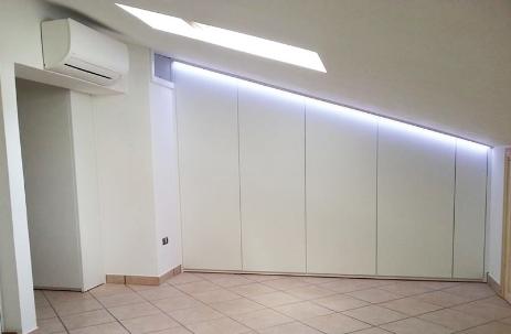Elegant armadi a muro roma soluzioni salva spazio e salva tasche with costruire armadio a muro - Mobili sottoscala ikea ...