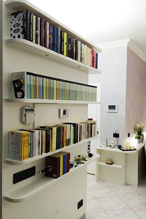 Arredamenti su misura per soggiorno a roma arredi e mobili for Arredamento mensole a parete