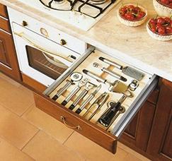 dettaglio cucina cassetti accessori