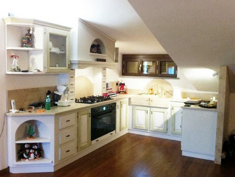 Cucine classiche su misura a roma arredi e mobili - Cucine per mansarda ...