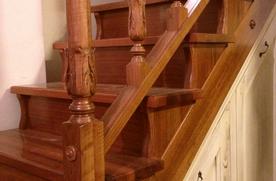 Tornitura e fresatura roma intaglio del legno arredi e for Corrimano in legno roma